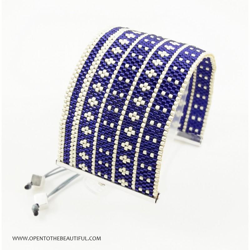 Bracelet Manchette Violet et Argent mat seul OPEN TO THE BEAUTIFUL Bijoux de créateur Artisan d'Art Paris