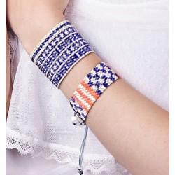 Bracelet Manchette Violet et Argent mat porté OPEN TO THE BEAUTIFUL Bijoux de créateur Artisan d'Art Paris