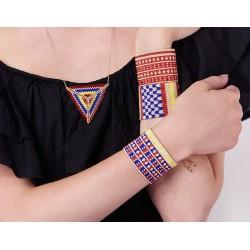 Bracelet Manchette Bleu, Rouge, Jaune et Or mat porté2 OPEN TO THE BEAUTIFUL Bijoux de créateur Artisan d'Art Paris