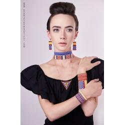 Bracelet Manchette Bleu, Rouge, Jaune et Or mat porté3 OPEN TO THE BEAUTIFUL Bijoux de créateur Artisan d'Art Paris