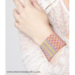 Bracelet Manchette Jaipur Polo Or 24 carats porté OPEN TO THE BEAUTIFUL Bijoux de créateur Artisan d'Art Paris