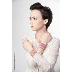 Bracelet Manchette Jaipur Polo Or 24 carats porté2 OPEN TO THE BEAUTIFUL Bijoux de créateur Artisan d'Art Paris