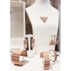 Bracelet Mini Nude taupe et Or situation 2 OPEN TO THE BEAUTIFUL Bijoux de créateur Artisan d'Art Paris
