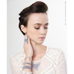 Bracelet Mini Bleu ciel et Or porté 2 OPEN TO THE BEAUTIFUL Bijoux de créateur Artisan d'Art Paris