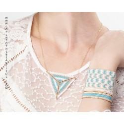 Bracelet Mini Bleu glacier et Or porté OPEN TO THE BEAUTIFUL Bijoux de créateur Artisan d'Art Paris