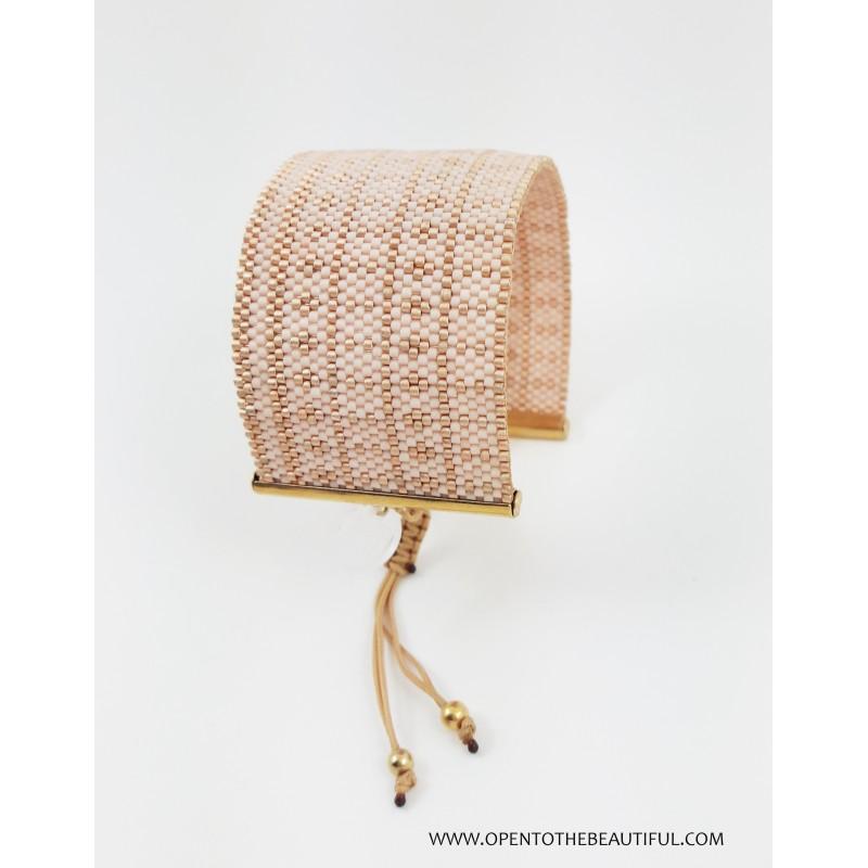 Bracelet Manchette Rose Nude Or seul OPEN TO THE BEAUTIFUL Bijoux de créateur Artisan d'Art Paris