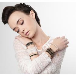 Bracelet Noir et Or porté OPEN TO THE BEAUTIFUL Bijoux de créateur Artisan d'Art Paris