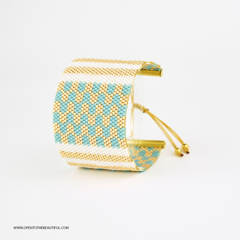 Bracelet Manchette Bleu glacier, Blanc et Or seul OPEN TO THE BEAUTIFUL Bijoux de créateur Artisan d'Art Paris