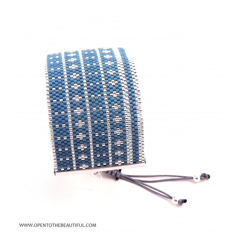 Bracelet Manchette Bleu canard Argent seul3 OPEN TO THE BEAUTIFUL Bijoux de créateur Artisan d'Art Paris