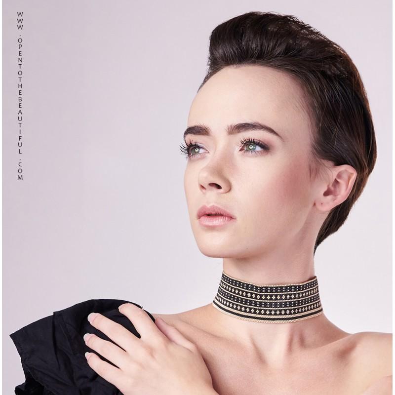 Collier ras du cou shoker Noir et Or situation OPEN TO THE BEAUTIFUL Bijoux de créateur Artisan d'Art Paris