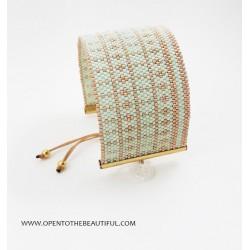 Bracelet Manchette Vert d'eau et Or seul OPEN TO THE BEAUTIFUL Bijoux de créateur Artisan d'Art Paris