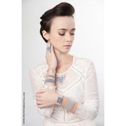 Bracelet Manchette Bleu ciel Or situation OPEN TO THE BEAUTIFUL Bijoux de créateur Artisan d'Art Paris