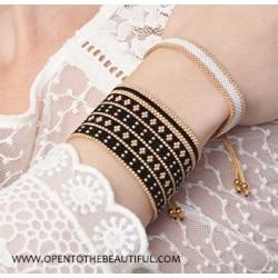 Bracelet Manchette Noir Or porté2 OPEN TO THE BEAUTIFUL Bijoux de créateur Artisan d'Art Paris